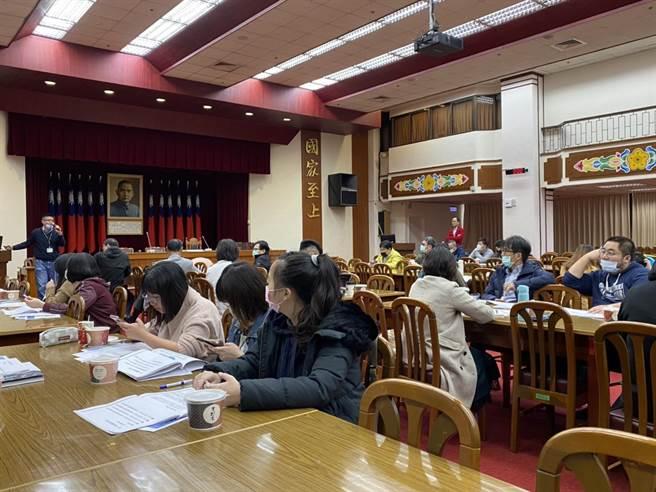 國民黨團下午召開「雙公投連署實務研習營」。(民眾提供)