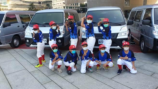 自由國小棒球隊