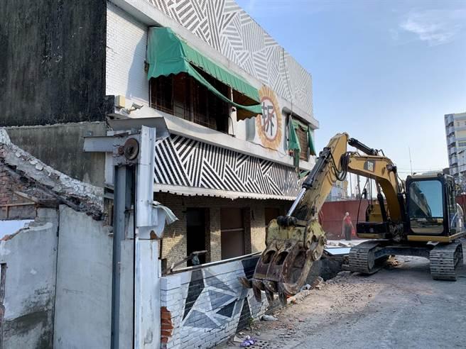 去年10月中旬,鐵道局中工處強制拆除東區陳家。(李宜杰攝)