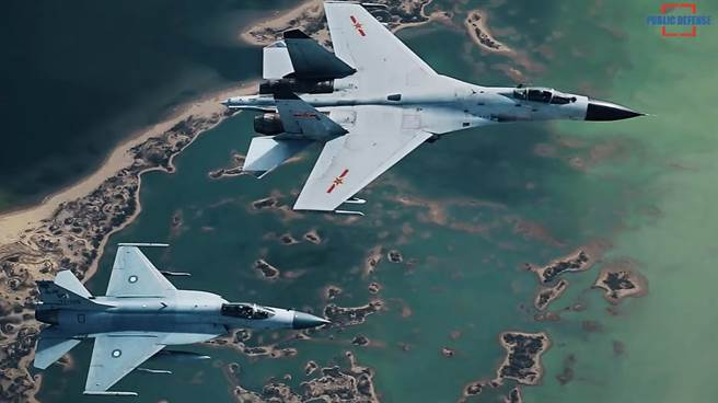 大陸與巴基斯坦聯合演習,大陸殲11與巴基斯坦JF-17伴飛。(圖/YOUTUBE)