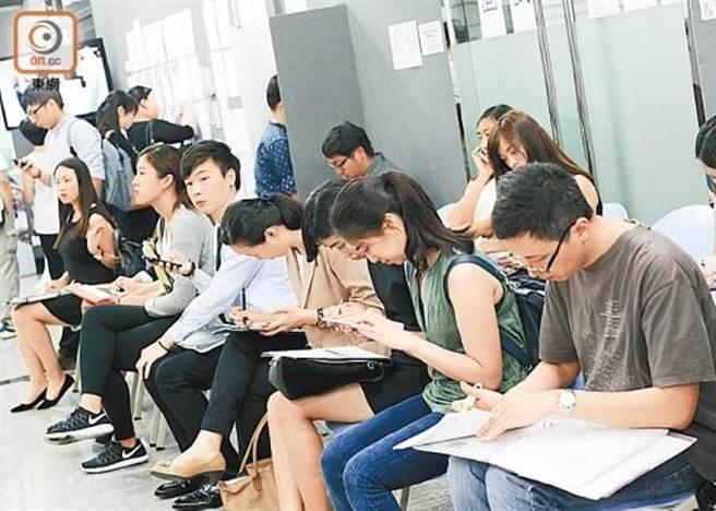 新冠肺炎重創香港經濟,勞工處釋出2500職缺。(取自東網)