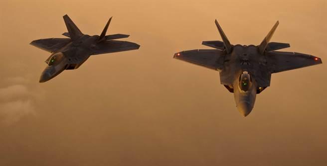 F-22猛禽戰機,優美洗練的外型,已定義了所有第5代戰機該是什麼模樣。(圖/美國空軍)