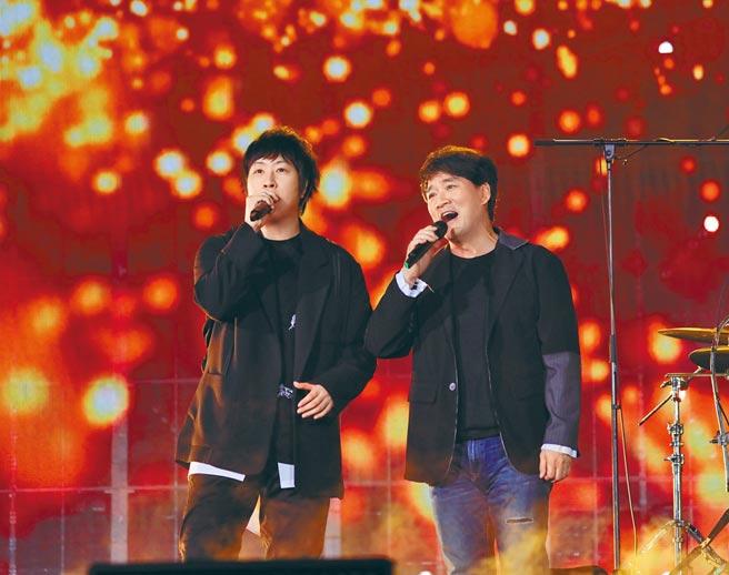 周華健(右)和阿信擁有20年好交情。(滾石唱片提供)