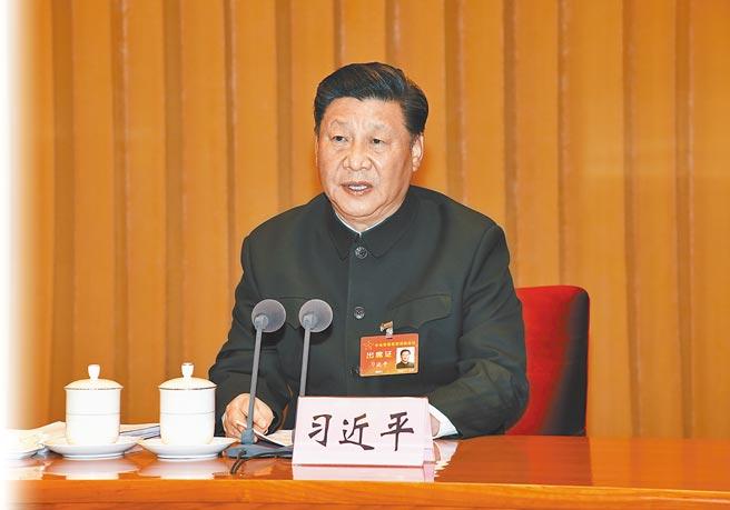 1月4日,中共中央軍委主席習近平簽署中央軍委2021年1號命令,發布開訓動員令。圖為習近平出席中央軍委軍事訓練會議。(新華社資料照片)