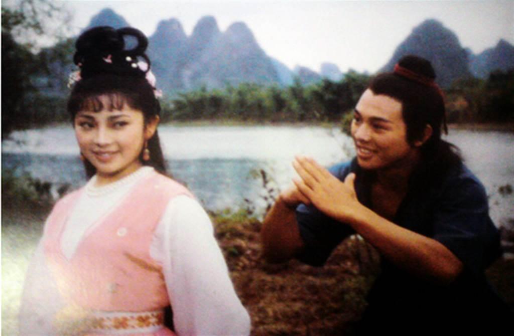 李連杰與黃秋燕演出《少林小子》等片被讚為「金童玉女」,後來也當過夫妻。(圖/取材自微博)