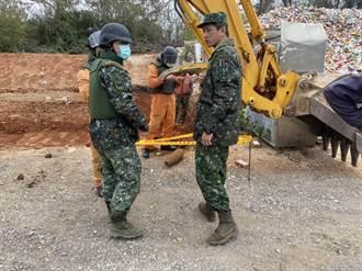 金門資源回收場整地  挖出1枚炮宣彈殘體
