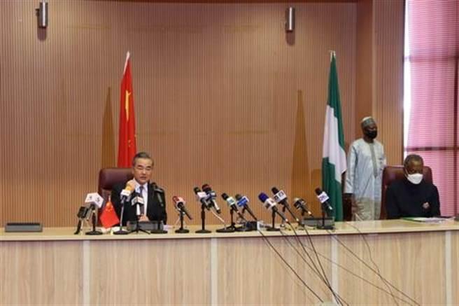王毅談新年訪非傳統和傳遞的四個堅定支持。(摘自中國外交部官網)