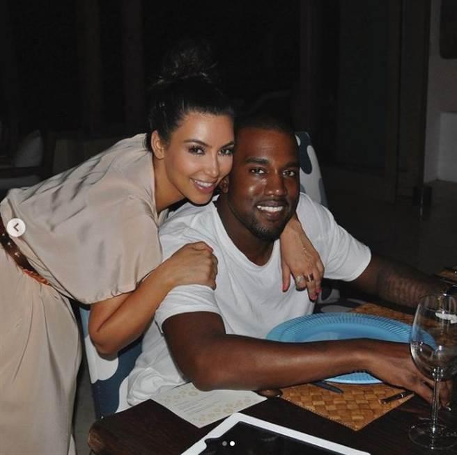 卡戴珊和肯伊的恩愛畫面恐成回憶。(圖/IG@kimkardashian)