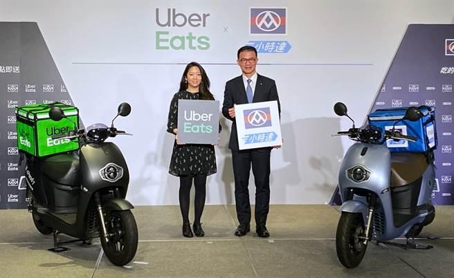 Uber Eats台灣總經理李佳穎(左)與全聯福利中心總經理蔡篤昌。(黃慧雯攝)
