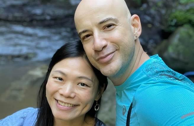 吳鳳與老婆迎接結婚6周年紀念日。(圖/吳鳳 Rifat臉書)