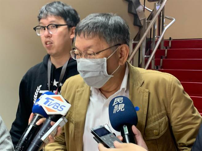 身兼民眾黨主席的台北市長柯文哲,日前傳出柯有意在10日民眾黨首屆黨代表大會上宣布請辭黨主席,據了解,柯文哲已打消請辭念頭,將續任黨主席。(報系資料照)