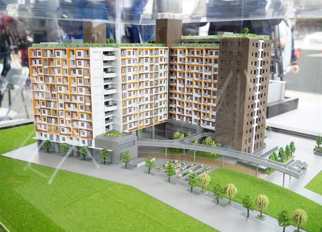 台中市大里區光正段二期社會住宅6日動土(右後為第一期),規劃地下3層、地上13層複合混居式好宅,預計2024年3月完工。(黃國峰攝)