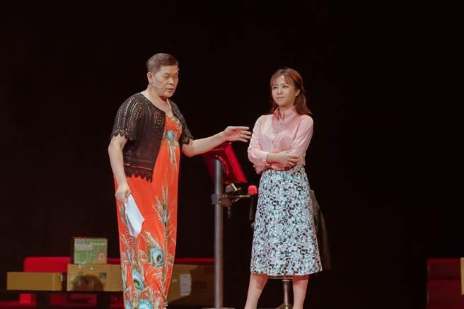 茵聲、澎恰恰演出舞台劇《麗晶卡啦ok的最後一夜》。(翻攝臉書)