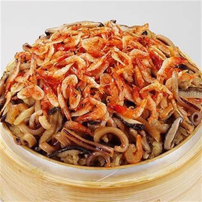PChome 24h購物推薦銷量亞軍年菜,呷七碗櫻花蝦米糕,原價350元,2月8日前特價310元。(PChome 24h購物提供)