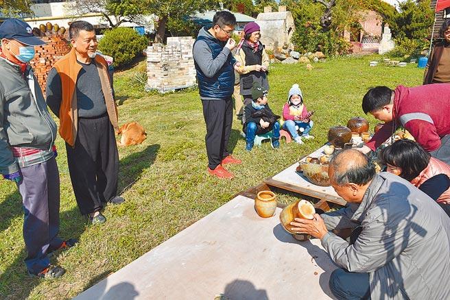 竹南蛇窯第二代窯主林瑞華全力挽救蛇窯存續。(謝明俊攝)