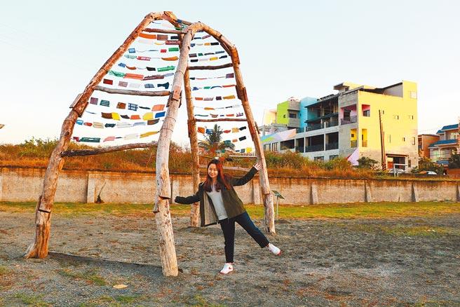 鵬管處請來加拿大知名藝術家Justin在南平里運用海漂材料創作5座裝置藝術,除打造大鵬灣旅遊新亮點,也為地方觀光注入強心針。(謝佳潾攝)