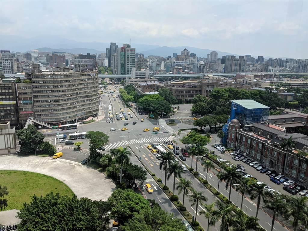 台北市平均交易總價3000萬上下,依據各縣市平均總價,在台北市買1戶幾乎可在屏東縣買7戶。(葉思含攝)