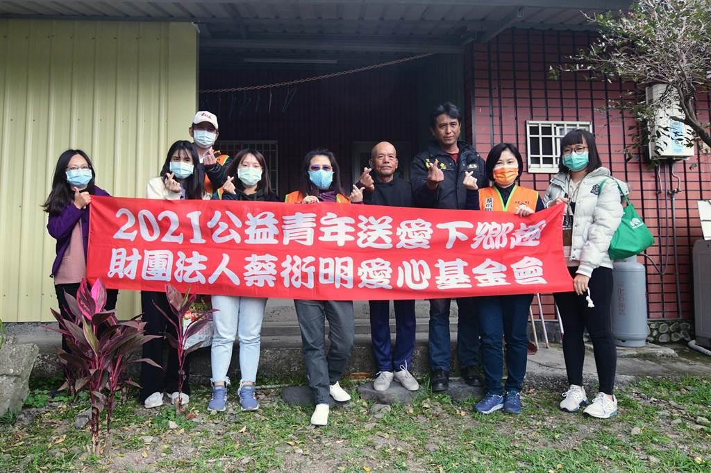 蔡衍明愛心基金會辦理「2021公益青年送愛下鄉趣活動」,7日到台東偏鄉關心弱勢家庭。(莊哲權攝)