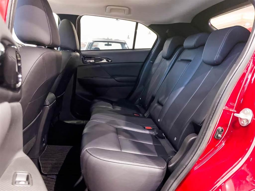 後座座椅前後滑移功能取消,椅背提供八段角度調整。