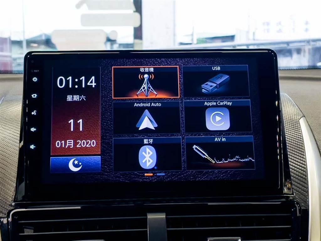 車載主機螢幕加大至9吋,並支援觸控操作。