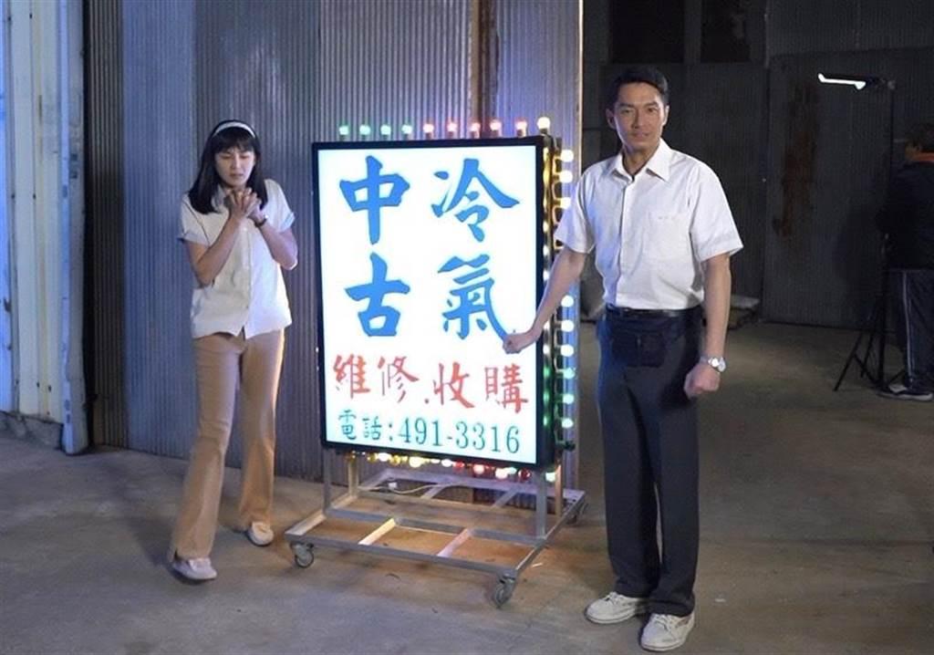 洪小鈴(左)與周詠軒在10度低溫穿短袖拍戲。(大愛電視台提供)