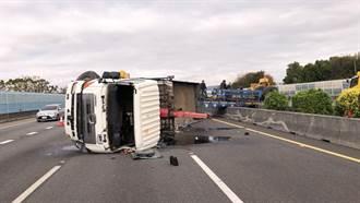國道1號聯結車爆胎駕駛噴飛 回堵10公里波及2車2人受傷