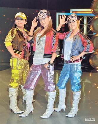 閃亮三姊妹罕見合體 睽違11年快閃廟會勁歌熱舞