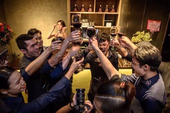 「The Hermit隱士」讓創意功夫菜與經典調酒帶你脫俗一晚(圖/BEEN蜂報提供)