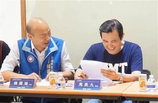 外傳韓國瑜(左)可能在年後開始跑行程、做公益,有意參選國民黨主席,馬英九聽了後問說「這個經過證實了嗎?」(圖/資料照)