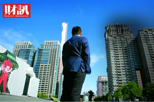 《財訊》雙週刊報導,股市大戶禹哥(化名)在2020年底前,一口氣在台中買進20戶新屋。他認為,2021年中,股市在持續衝高之後,有錢人的風險意識提高,將會開始賣掉部分持股,錢進房地產,帶動台灣房市熱區有感上漲。(圖/財訊提供)