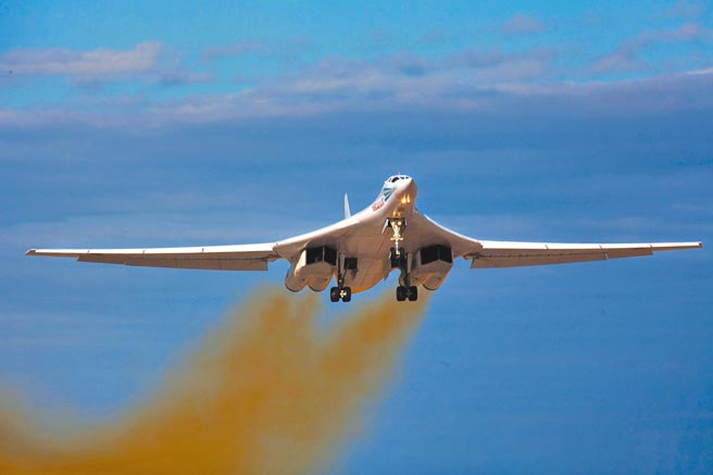俄羅斯圖-160轟炸機。(取自圖波列夫公司官網)