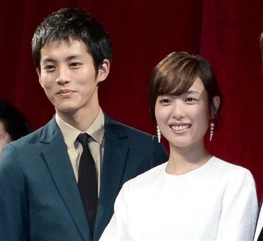 松坂桃李、戶田惠梨香上月閃婚,驚喜不少人。(圖/翻攝自日網)