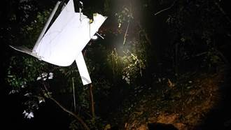屏東輕航機失事2罹難者遺體運下山 家屬悲喊:跟爸爸回家了