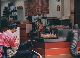 將炒麵滷汁當紅茶給外帶客 台南早餐搞烏龍急PO文尋人道歉