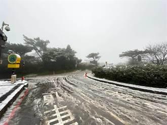 阳明山小油坑路面结冰 启动第一阶段交通管制 未装雪炼禁止通行