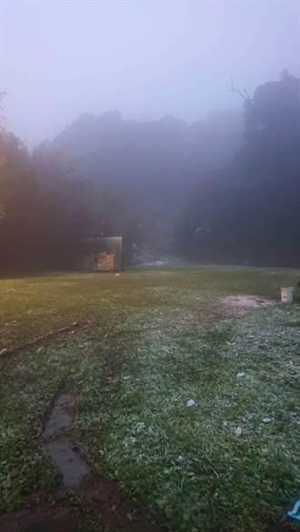烏來今晨下冰霰 巡邏員警PO影片與居民分享