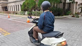 天寒警暖心提醒 單手騎車母湯喔