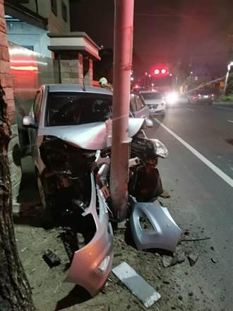 車頭直撞電線桿凹陷全毀 幸運台南媽與3孩僅輕傷