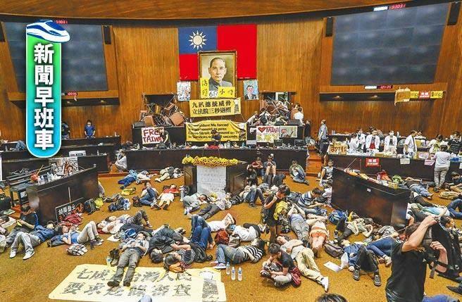 川粉闖進美國國會爆發流血衝突,藍營指宛如美版「太陽花運動」。圖為當年反服貿民眾占領立法院。(本報資料照片)