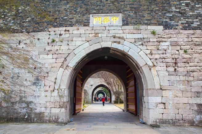 南京城牆屹立不搖655年,是保存最原始的古代城垣,而近日有專家發現,城牆黏合劑內成分有澱粉類物質。(示意圖/達志影像)
