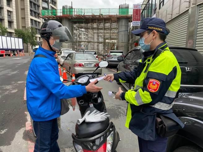 新北市新店警分局将针对易肇事交通违规态样及路段展开为期1周交通大执法。(新店警分局提供)