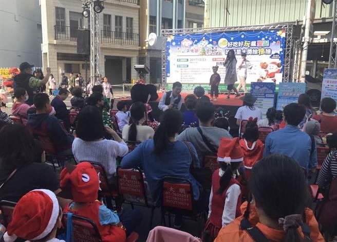 圖為日前民眾參與哈瑪星活動。(高市經發局提供/柯宗緯高雄傳真)