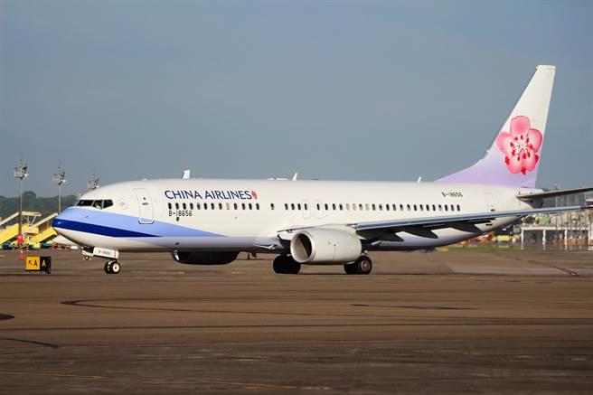 中華航空推出類出國2.0,2班包機於2月13日大年初2分別從高雄及桃園出發。(華航提供/陳祐誠傳真)