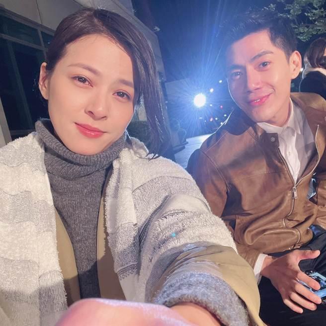 蘇晏霈跟王凱頂著低溫8度,深夜拍戲。(民視提供)