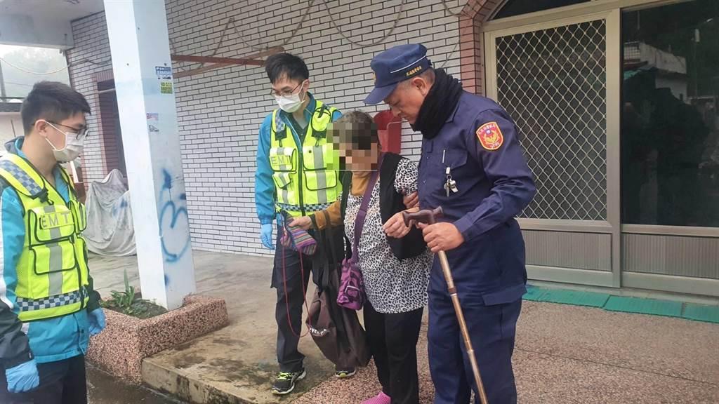 49歲姓蕭員警今中午追竊嫌時倒地,送醫不治。他上個月熱心關心獨居長輩,深獲長官嘉許。(王志偉花蓮傳真)