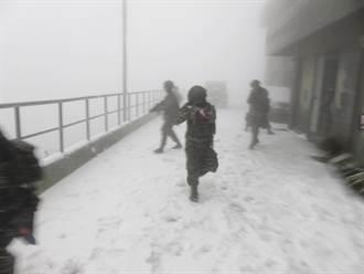 雪地極凍戰訓曝光 海軍高山武裝操練 網蓋樓喊:戰力強