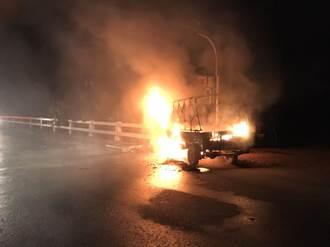 果農沒回家 妻與子出門找人驚睹火燒車成焦屍 當場崩潰
