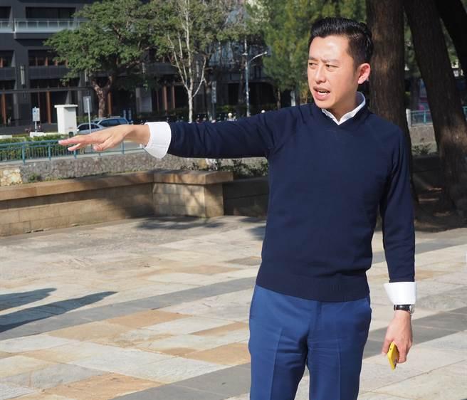 「致敬城鄉魅力大賞」與「第8屆台灣景觀大獎」9日共同舉行頒獎典禮,新竹市長林智堅獲頒「城市改造貢獻獎」,是該獎項首次頒發個人獎。(陳育賢攝)