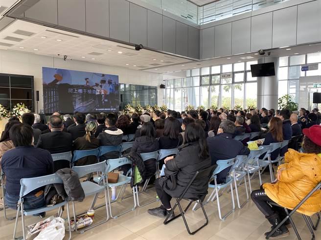 南科管理局9日舉辦「威風的永恆·璀璨的禮呈 感念威哥分享會」,送林威呈最後一程。(曹婷婷攝)