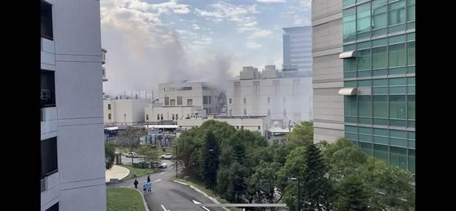 竹科聯電廠區今天下午突然竄出濃煙,附近居民以為是爆炸,事後查明只是發電機故障。(摘自Shyhank Skyhank上傳Youtube/陳育賢新竹傳真)